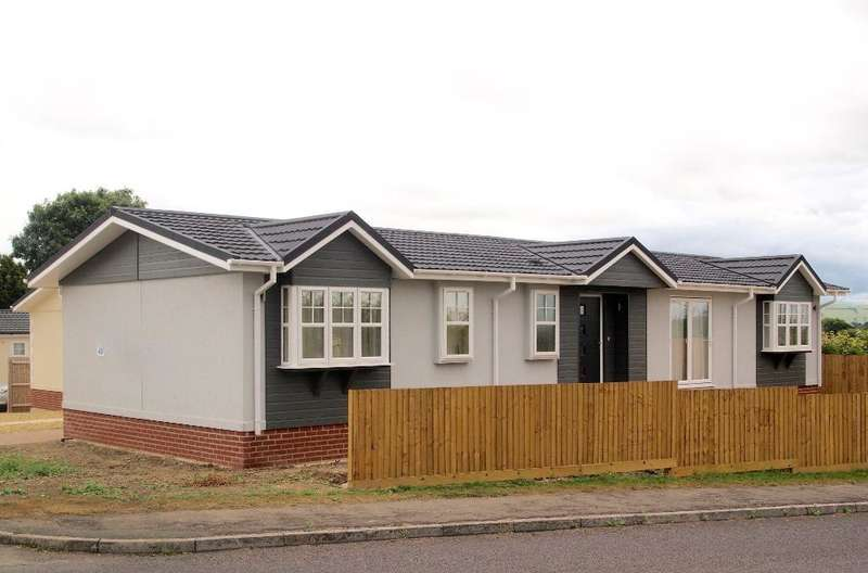 2 Bedrooms Park Home Mobile Home for sale in OP1012, West Camel, Yeovil, Somerset, BA22 7QR
