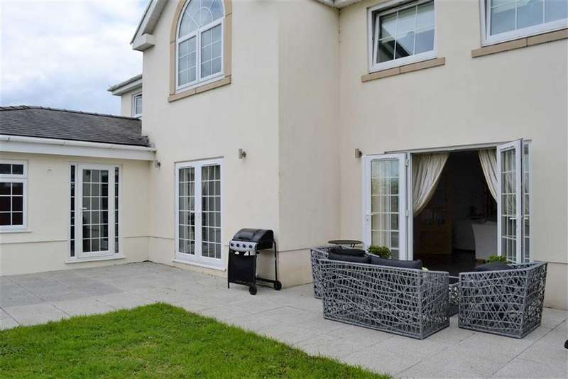 4 Bedrooms Detached House for sale in Penclawdd, SA4 3XE