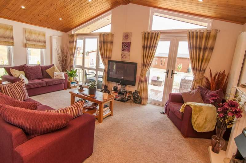 2 Bedrooms Bungalow for sale in Woodward Lakes Lodges, Armthorpe