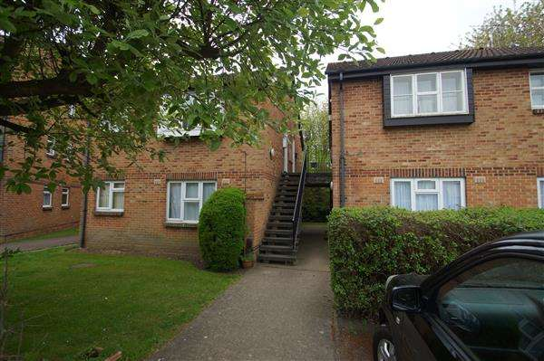 Studio Flat for sale in Frogmore Close, Cippenham