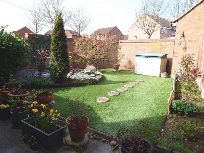 3 Bedrooms Semi Detached House for sale in The Pastures, Stevenage, Hertfordshire, SG2