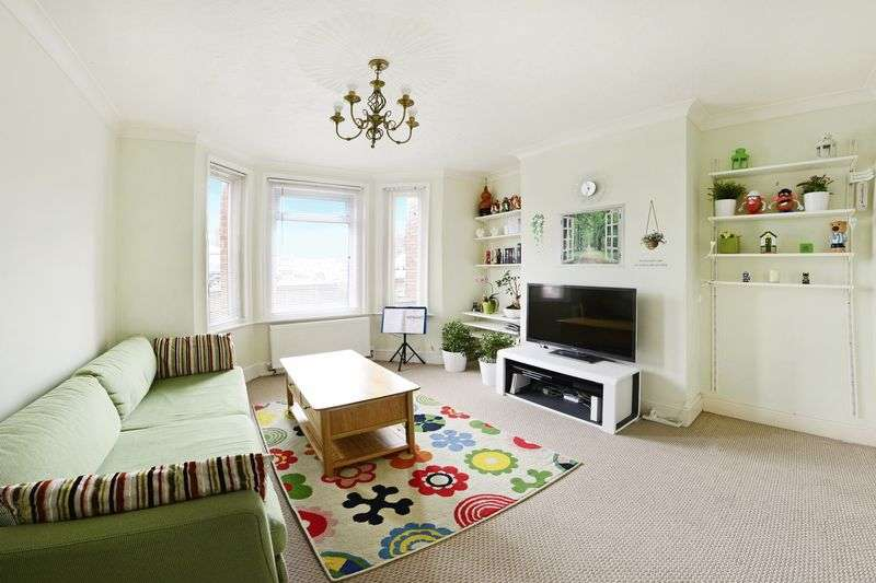 3 Bedrooms Terraced House for sale in Croft Road, Poole, BH12
