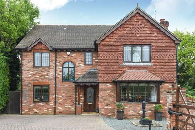 4 Bedrooms Detached House for sale in The Old Apple Yard, WINNERSH, Berkshire
