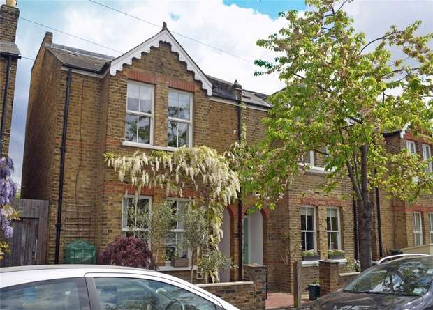 4 Bedrooms Semi Detached House for sale in Winchester Road, St Margarets, Twickenham