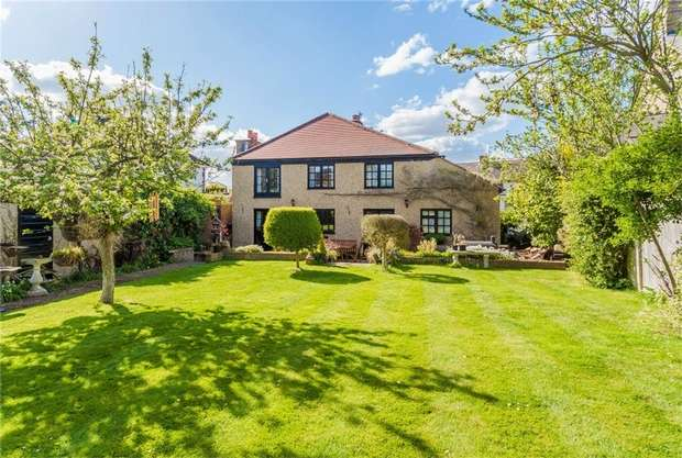 4 Bedrooms Detached House for sale in 18 Langley Park Road, Iver, Buckinghamshire