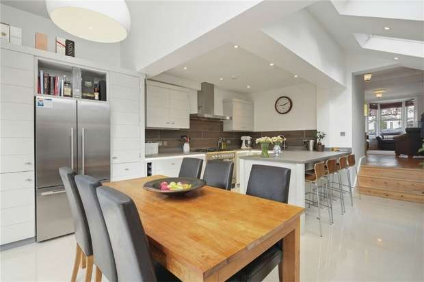 4 Bedrooms Terraced House for sale in Shakespeare Road, LONDON