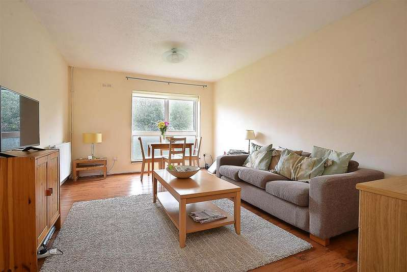 2 Bedrooms Flat for sale in Stanedge Court, Hopton Road, Streatham, SW16