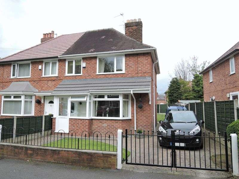 3 Bedrooms Semi Detached House for sale in Longwood Road, Manchester