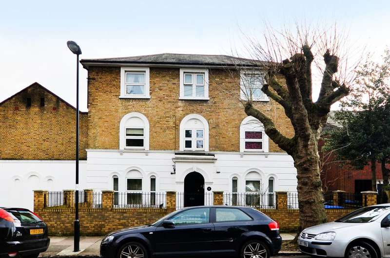 3 Bedrooms Flat for sale in Woodland Road, Friern Barnet, N11