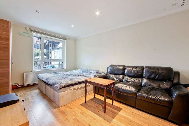 4 Bedrooms Terraced House for sale in Lausanne Road, Peckham SE15