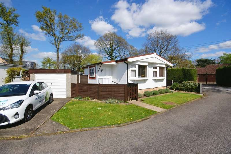 2 Bedrooms Detached House for sale in Broxburn Park, South Hykeham, Lincoln