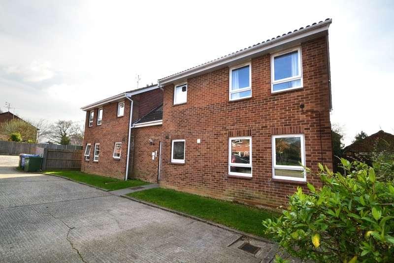 Studio Flat for sale in 10, Darnay Rise, Chelmsford, Essex, CM1