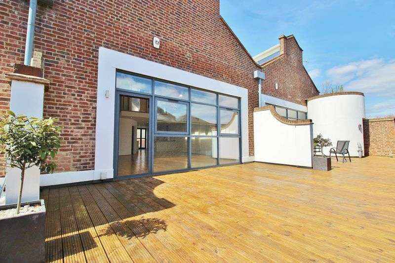 2 Bedrooms Flat for sale in Albert Road, Southsea