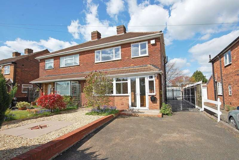 3 Bedrooms Semi Detached House for sale in Lawnswood Avenue, Tettenhall, WOLVERHAMPTON wv6