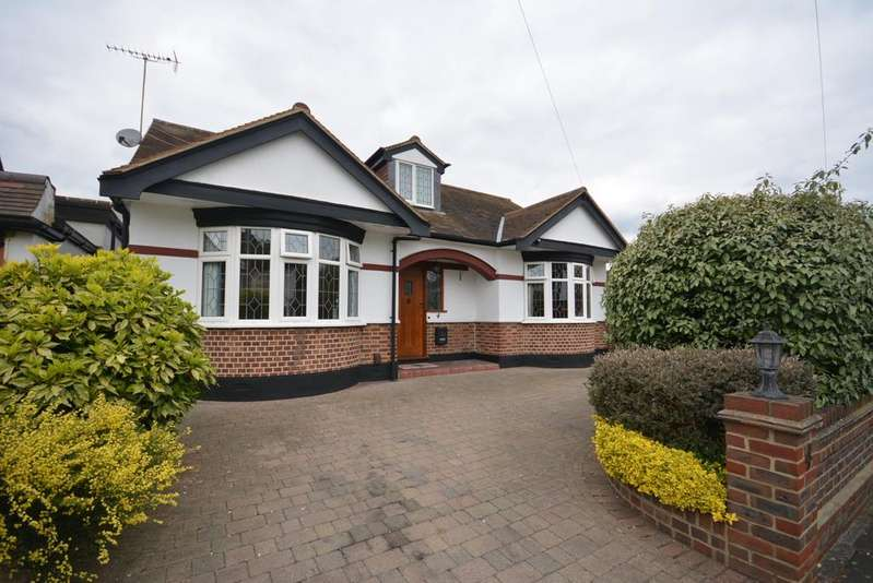 3 Bedrooms Chalet House for sale in Netherpark Drive, Gidea Park RM2