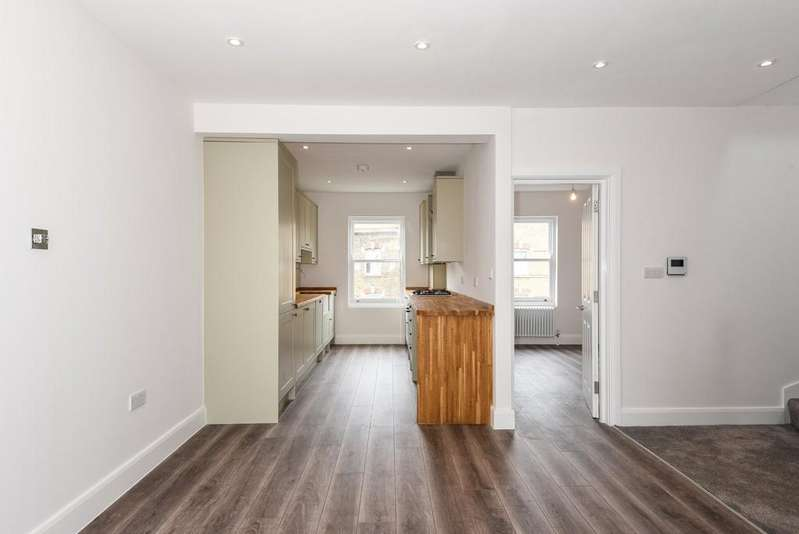 2 Bedrooms Apartment Flat for sale in Blackstock Road, N4 2JS