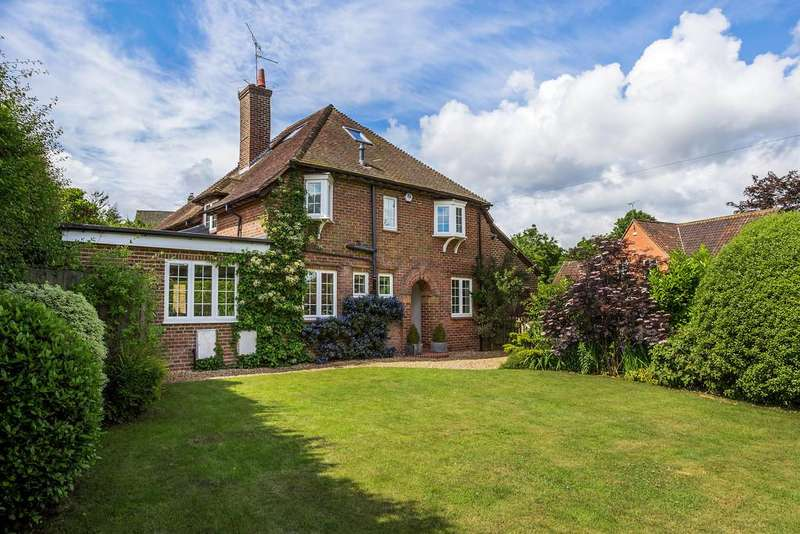 5 Bedrooms Detached House for sale in Waverley Lane, Farnham