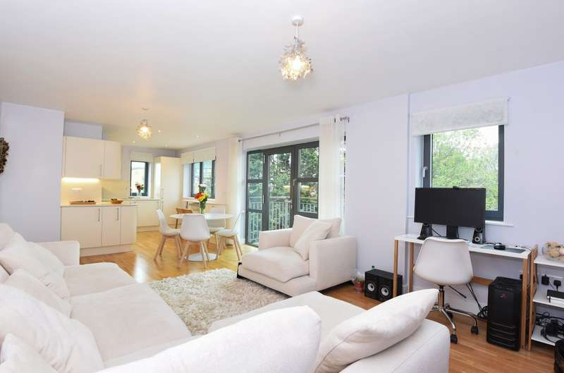 2 Bedrooms Flat for sale in Baron House, Colliers Wood, SW19