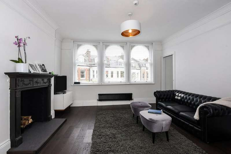 3 Bedrooms Apartment Flat for sale in Clissold Crescent N16 9BE