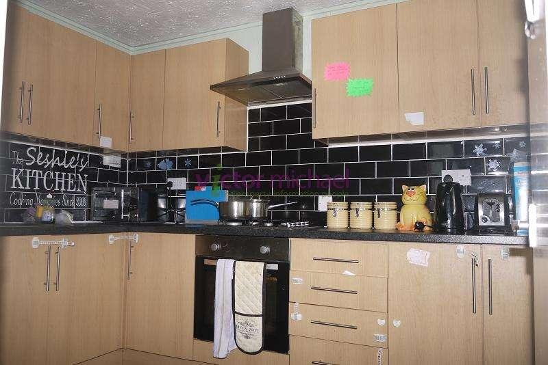 2 Bedrooms Flat for sale in Henniker Point, Leytonstone Road, London, Greater London. E15