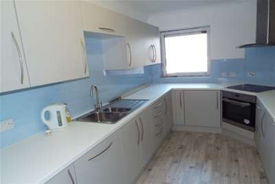 2 Bedrooms Flat for rent in West parade