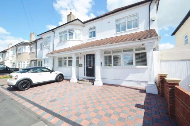 6 Bedrooms End Of Terrace House for sale in Leyswood Drive, Ilford, IG2