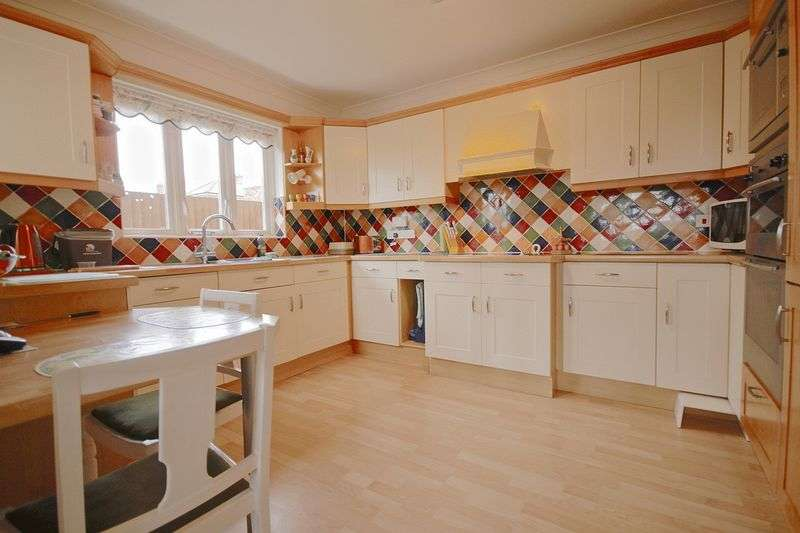 3 Bedrooms Detached House for sale in Longfield Road, Weymouth, DT4