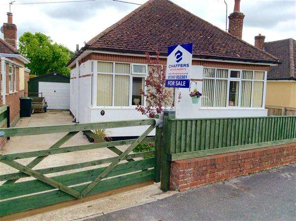 2 Bedrooms Detached Bungalow for sale in Hawkesdene, Shaftesbury