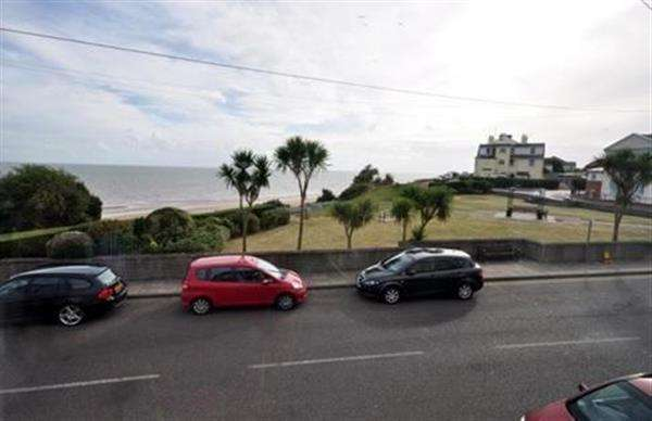 2 Bedrooms Apartment Flat for sale in The Parade, Walton on the Naze