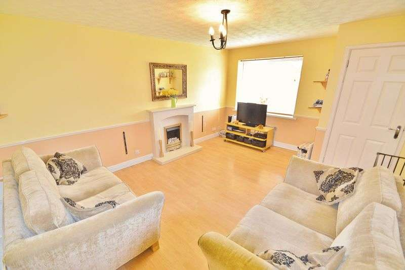 3 Bedrooms Semi Detached House for sale in Newry Road, Eccles