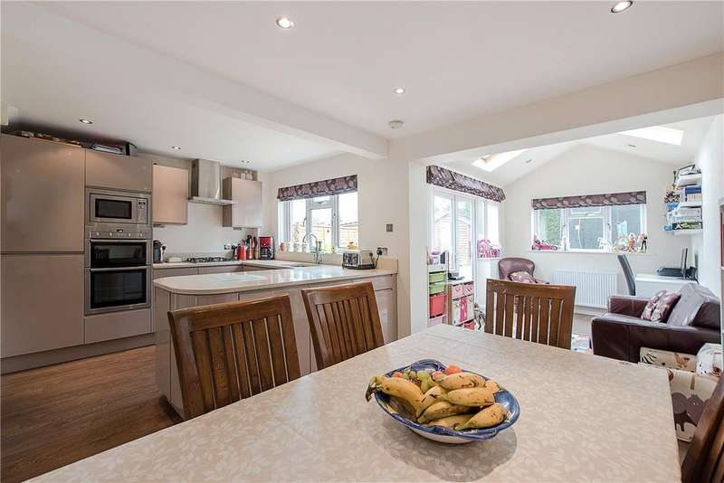 4 Bedrooms Semi Detached House for sale in Crosby Close, Beaconsfield, HP9