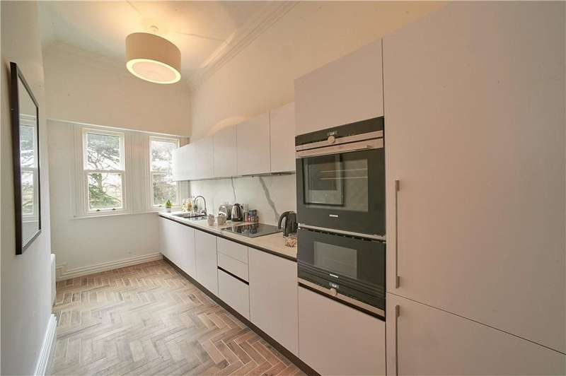 3 Bedrooms Flat for sale in Royal Sutton Place, King Edward's Square, Sutton Coldfield, B73