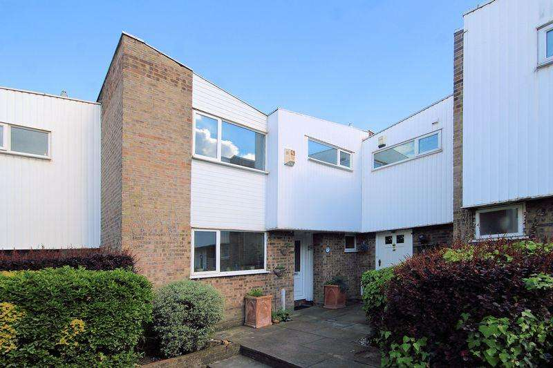 3 Bedrooms Semi Detached House for sale in Regency Walk, Shirley