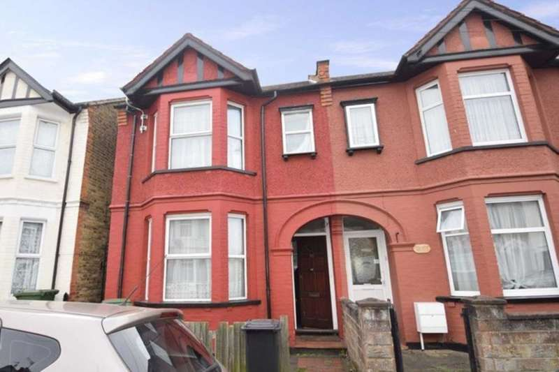 3 Bedrooms Property for sale in Princes Avenue, Watford, WD18