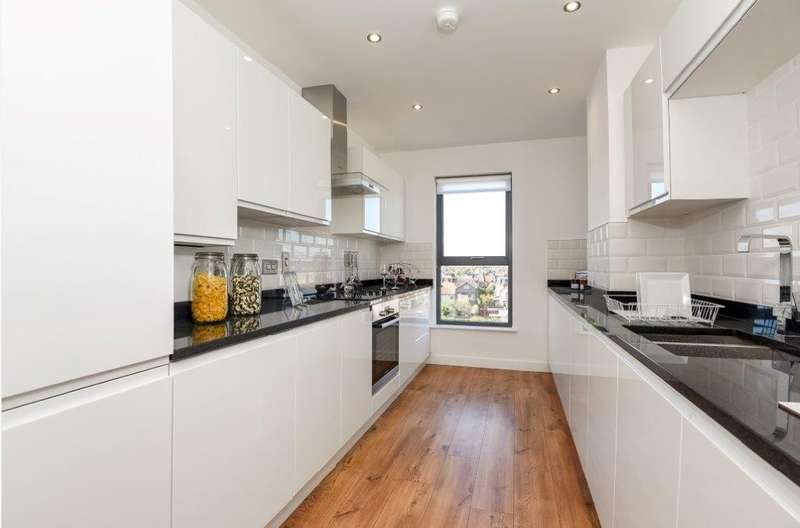1 Bedroom Flat for sale in Spur House, Wimbledon, SW19