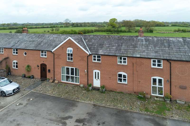 3 Bedrooms House for sale in 3 bedroom Barn Conversion Terraced in Lach Dennis