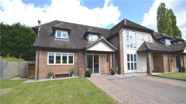 4 Bedrooms Semi Detached House for sale in Holt Barns, The Kilns, Frith End