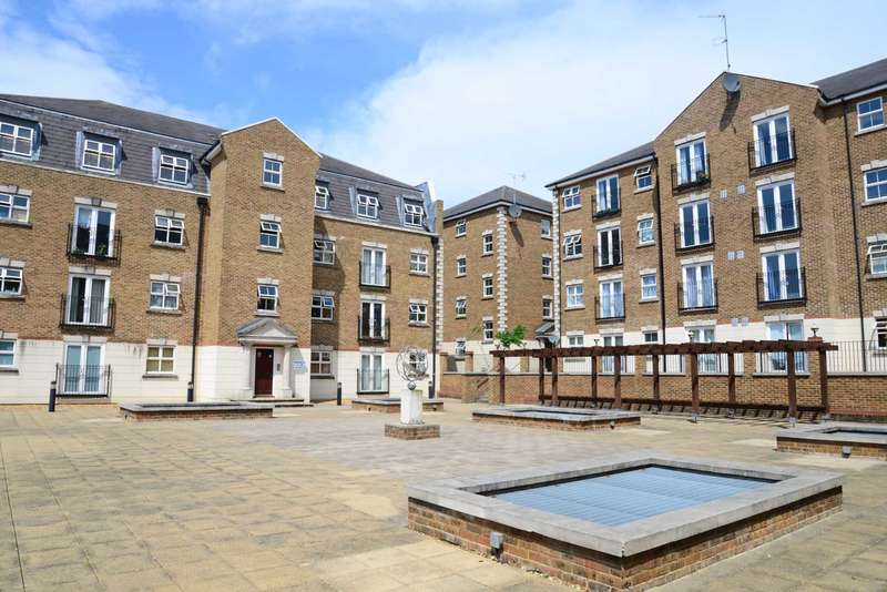 2 Bedrooms Apartment Flat for sale in Brook Square, Shooter`s Hill, London, SE18 4NB