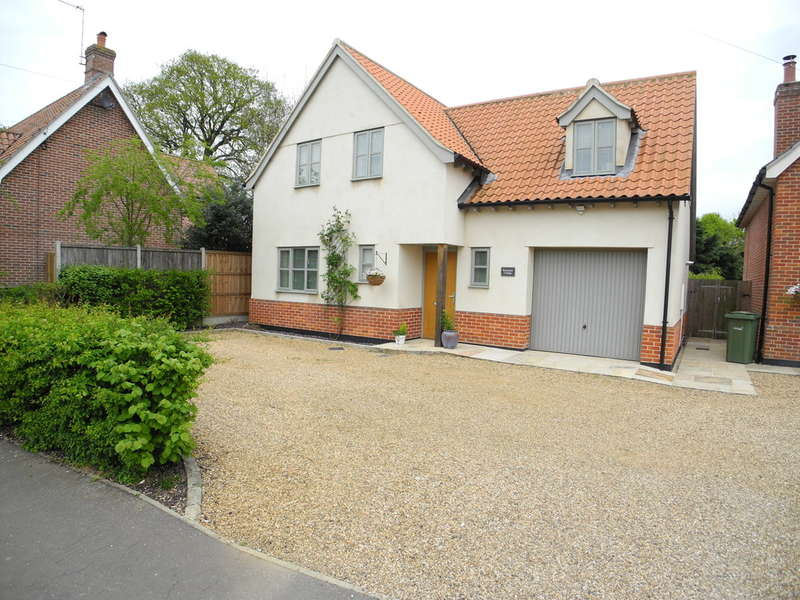 3 Bedrooms Detached House for sale in The Street, Woodton, Bungay