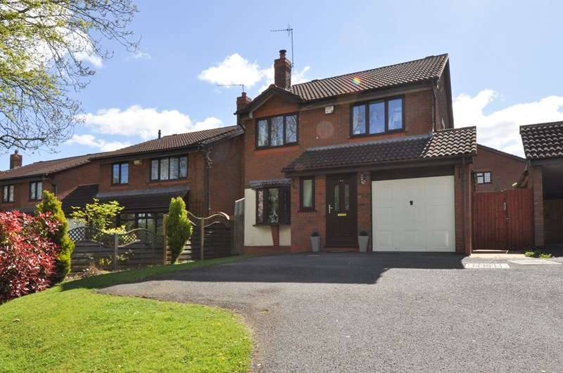 4 Bedrooms Detached House for sale in Foxlydiate Lane, Webheath, Redditch