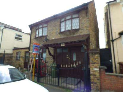 3 Bedrooms Terraced House for sale in London