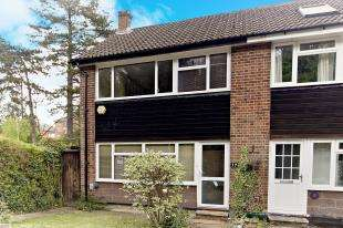 3 Bedrooms End Of Terrace House for sale in Stafford Close, Caterham, Surrey