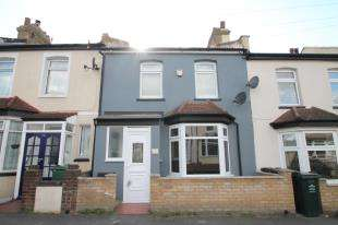 2 Bedrooms Terraced House for sale in Oak Road, Greenhithe, Kent