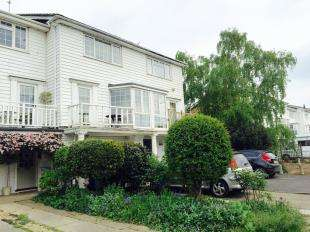 3 Bedrooms Terraced House for sale in Conyer Quay, Conyer, Sittingbourne