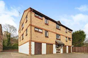 2 Bedrooms Flat for sale in Kirk Rise, Sutton, Surrey, Greater London
