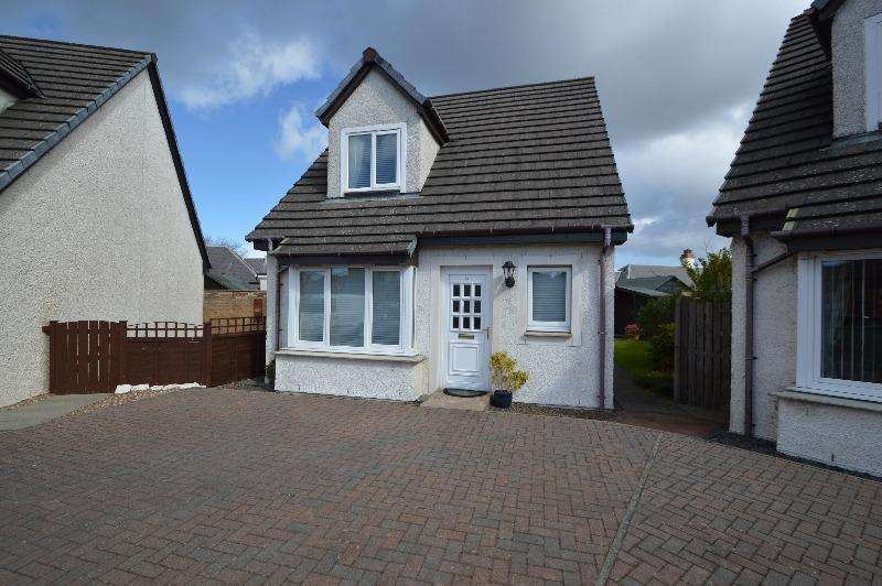 2 Bedrooms Detached House for sale in Malcolm Gardens, Irvine, North Ayrshire, KA12 0EN