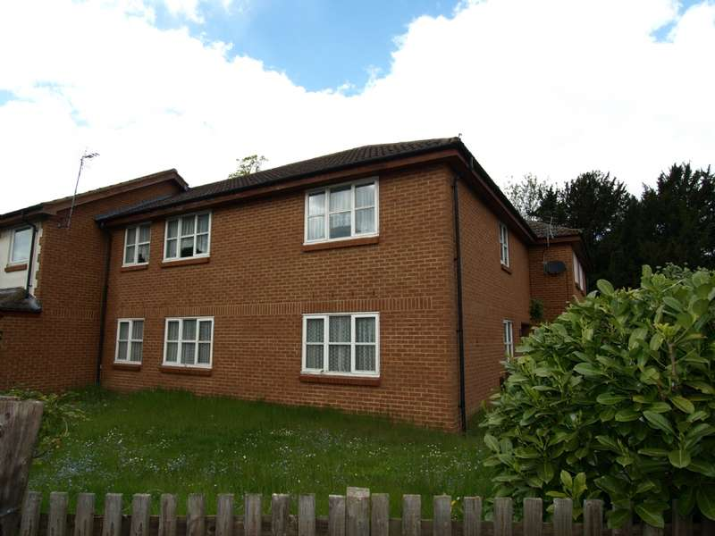 2 Bedrooms Apartment Flat for sale in Sheppards Close, Newport Pagnell