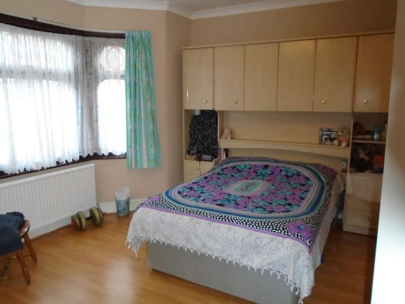 3 Bedrooms Terraced House for sale in Plashet road, London, London, E13