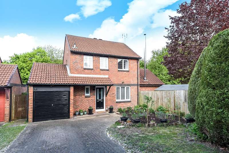 3 Bedrooms Detached House for sale in Ruskin Close, Black Dam, Basingstoke, RG21