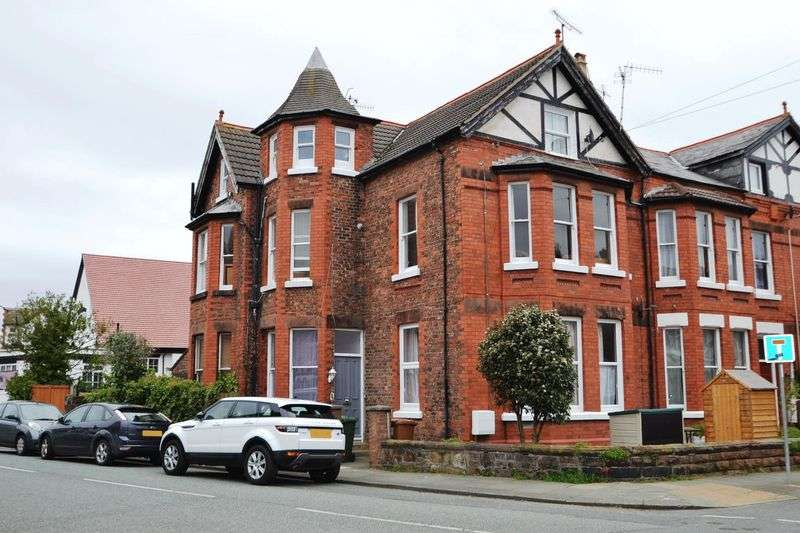 2 Bedrooms Flat for sale in Westbourne Road, West Kirby